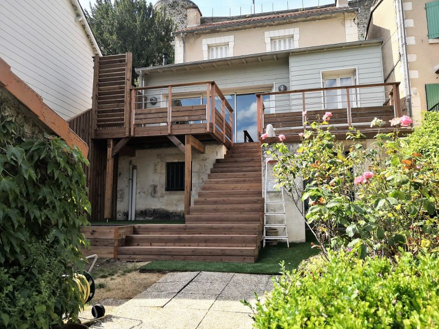 conception de terrasse en bois en hauteur adapt votre. Black Bedroom Furniture Sets. Home Design Ideas